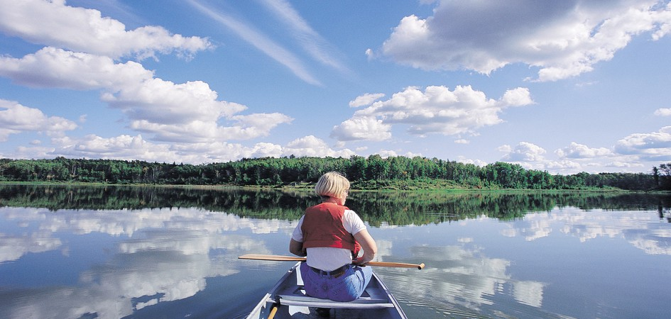 Elk Island National Park Edmonton Tourism : b924a89b10989adb37f85f79225d751a21a905c7explore edmontonelk islandthings to dooutdoor3 from exploreedmonton.com size 945 x 450 jpeg 107kB